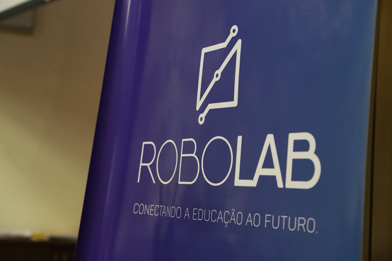 PROJETO ROBOLAB: CONECTANDO A EDUCAÇÃO AO FUTURO