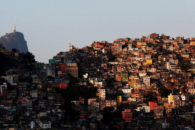 RESPOSTA À PANDEMIA: CESTAS BÁSICAS PARA 52 COMUNIDADES DO RIO